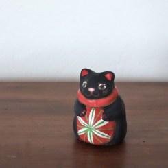 毬遊び猫土鈴 Claybell of Cat playing with ball