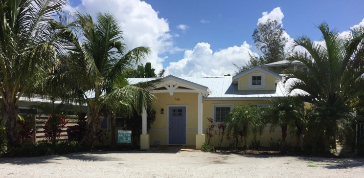 A few changes turns a ranch style to a Key West style