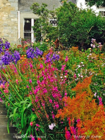 Colour is in the plantings not in the hardscape.