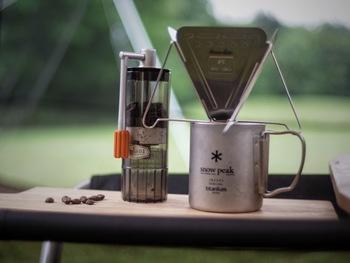 食後のひとときには欠かせない美味しいコーヒーも用意したら、冬のデイキャンプの始まりです♪