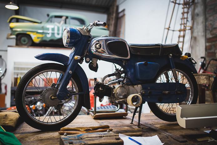 La Ruche Moderne à Anglet : showroom motos vintage