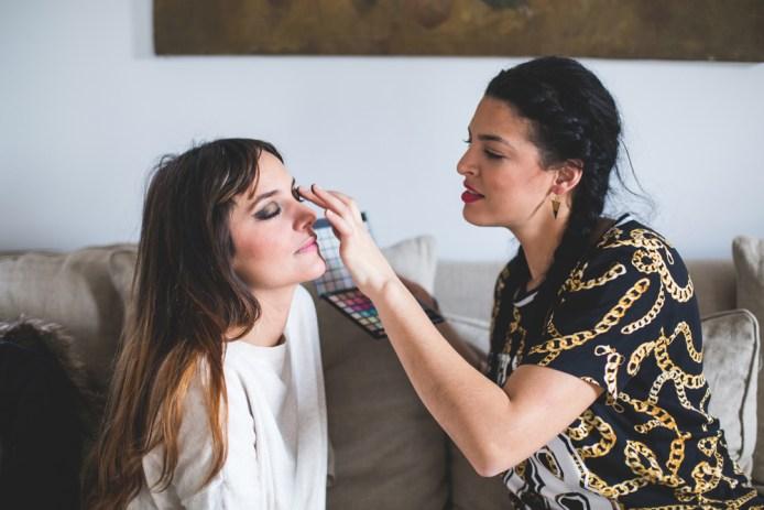 Make Up Artist Samira maquille Sophie d'Hiloaloha.