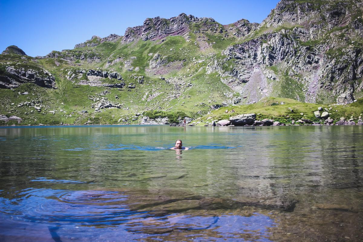 Bain lac montagne Randonnée des lacs d'Ayous dans les Pyrénées en Vallée d'Ossau