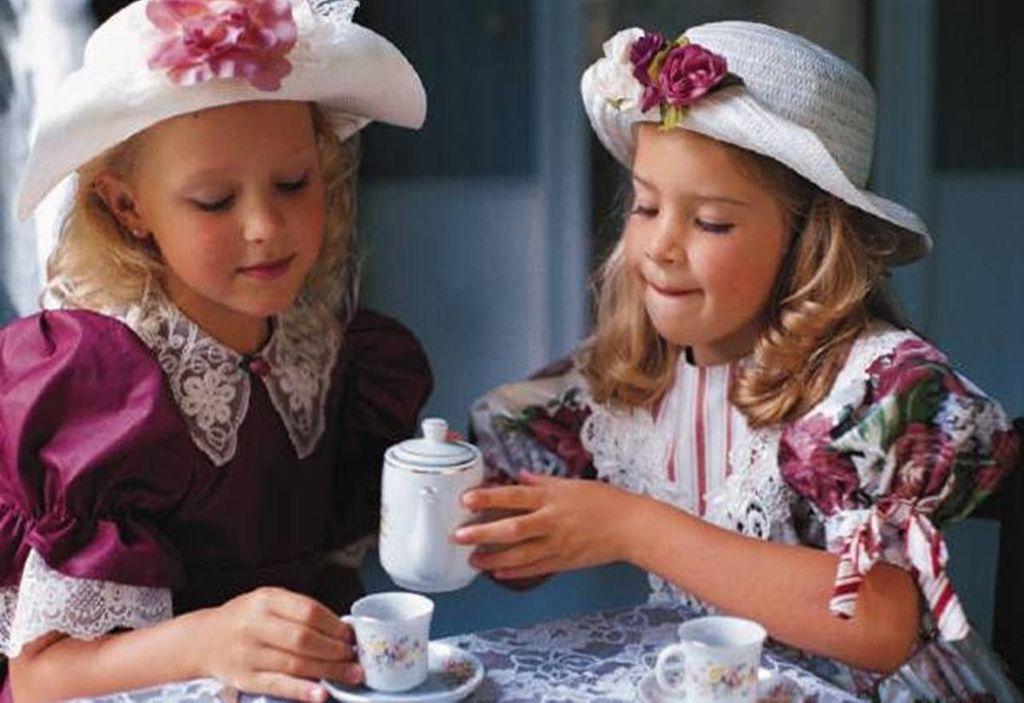 Как научить ребенка хорошим манерам за столом, при общении: что обязательно нужно знать родителям - 1