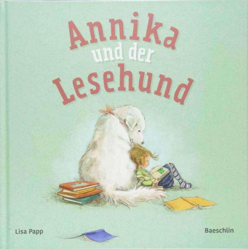 Bilderbuch Lesehund in der Bibliothek