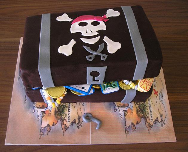 Piraten Kuchen leckere Rezepte von Geburtstagskuchen und Torte in Form der Schatztruhe und Schiff