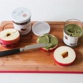 Pistaziencreme auf Apfelscheiben