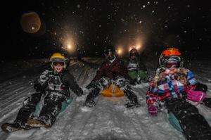 Nachts rodeln ist das blanke Abenteuer für die Kinder. Auf der beleuchteten Erhwalder Alm geht es rasant hinunter ins Tal.  Foto (c) peter ehler