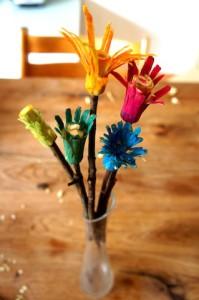 Fertig sind unsere Holzblumen! Foto (c) kinderoutdoor.de