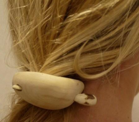 Schnitzen mit dem Taschenmesser: Die Haarspange funktioniert! Foto (c) kinderoutdoor.de