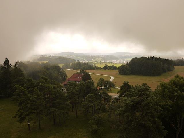 Lichtblick! Einmal reißt an diesem Tag die massive Nebeldecke über der Schwäbischen Alb auf. foto (c) kinderoutdoor.de