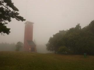 Der Raichbergturm bietet bei so einem Herbstnebel weniger gute Fernblicke. foto (c) kinderoutdoor.de