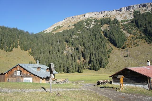Mit Kindern auf Hütten. Wer zur Schwarzwasserhütte will, der kommt auch an der Alpe Melköde vorbei. foto (c) kinderoutdoor.de