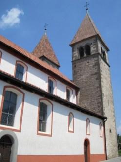 Besonders sehenswert sind die Kirchen auf der Reichenau, sie liegen malerisch zwischen Gemüsefeldern. foto (c) kinderoutdoor.de