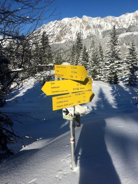 Gut ausgeschildert ist die Schneeschuhtour am Füssener Jöchle in Tirol für die Familie. foto (c) kinderoutdoor.de