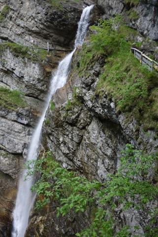 200 Meter rauscht das Wasser vom Staubfall in die Tiefe. foto (c) kinderoutdoor.de