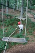 Kinder die im Kletterwald unterwegs sind, sollten zuvor eine Einweisung in den Umgang mit dem Sicherungssystem erhalten. foto (c) kinderoutdoor.de