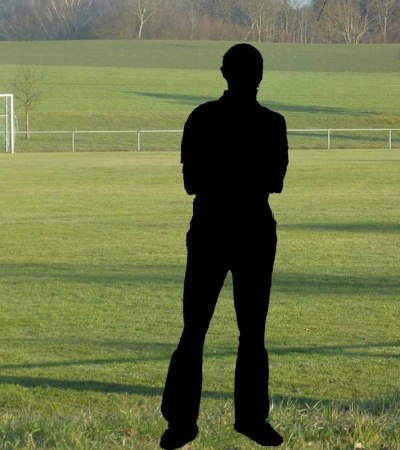anonymer_Trainer_Football Fussballplatz Kinder_Trainer