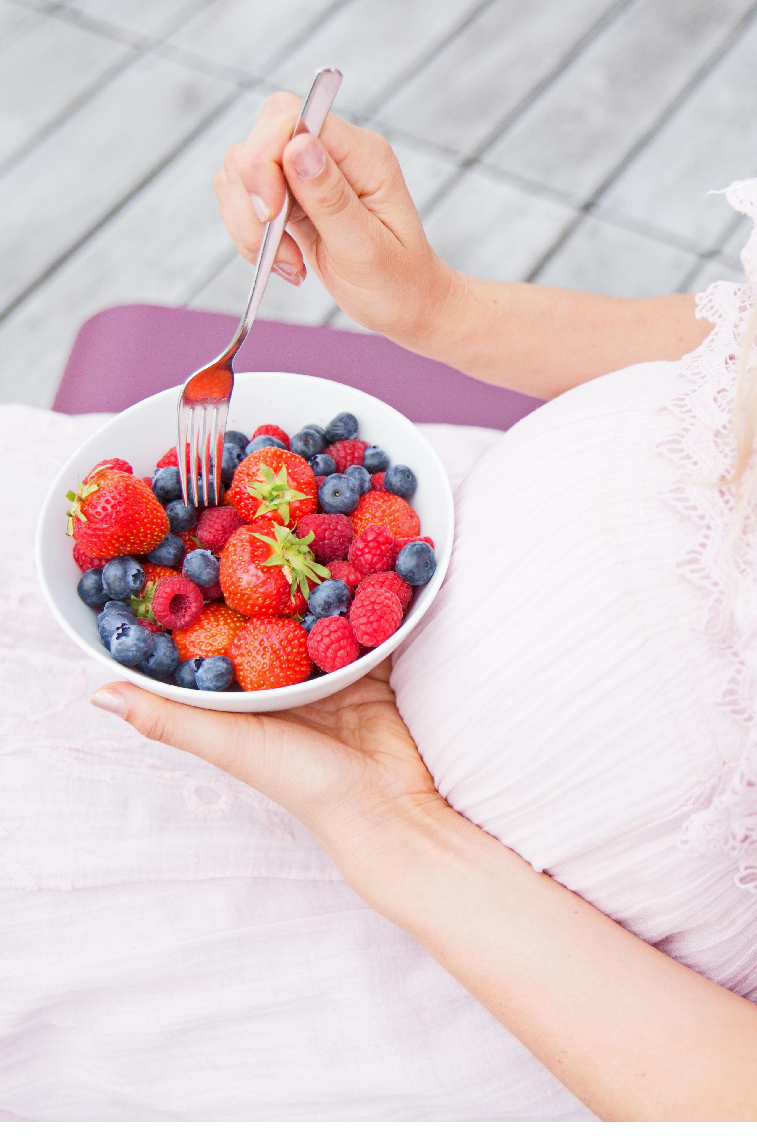 Frisches, vitaminreiches Obst sollte in der Schwangerschaft täglich reichlich genossen werden.