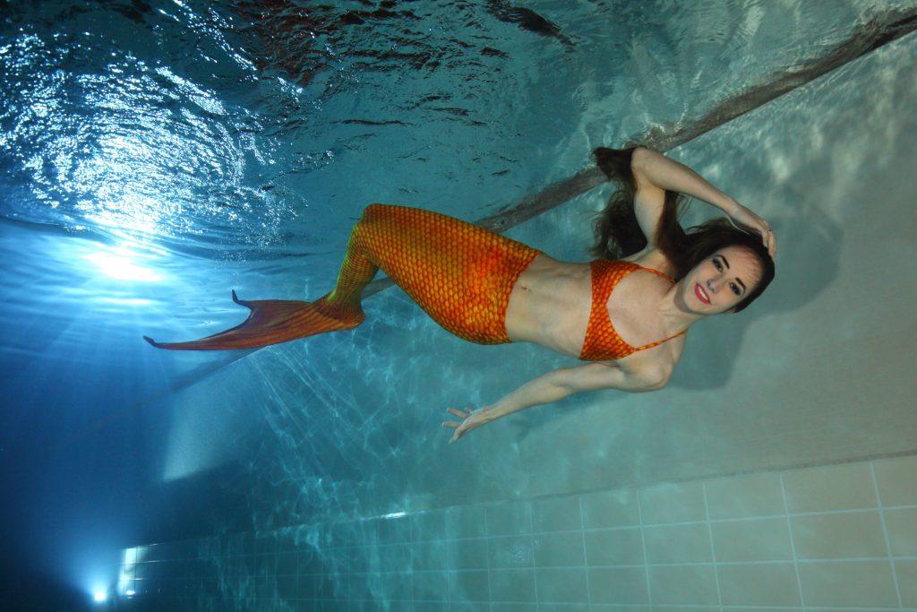 """Jetzt zur Nixe werden: Eine spezielle Schwimmflosse ermöglicht den Trendsport """"Mermaiding"""" - ein effektives Training für den ganzen Körper."""