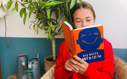 """Schönes Weihnachtsgeschenk für Kinder ab zehn Jahren: """"Die beste Medizin"""" von der irischen Autorin Christine Hamill."""