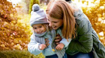 Mütze, Schal und Jacke verhindern, dass die Haut Sonne abbekommt - so kann der Körper kein Vitamin D bilden.