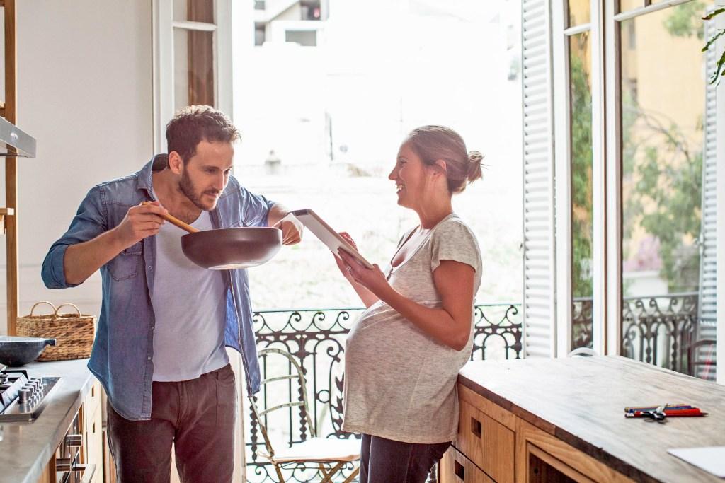 Besonders in der Schwangerschaft ist eine gute Jodversorgung essentiell. Ein wichtiger Beitrag dazu ist die Verwendung von Jodsalz beim Kochen.