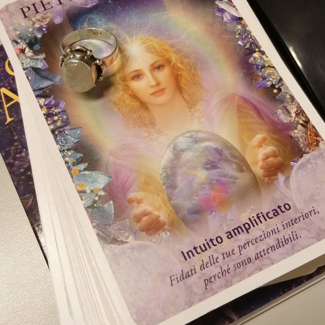 Pietra di luna e angeli: se volete amplificare l'intuito…