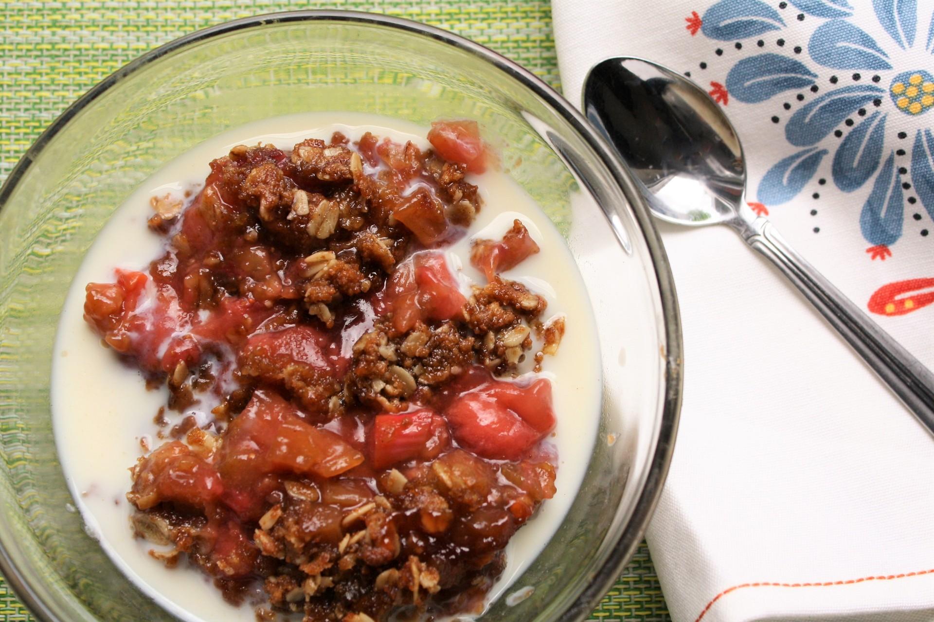 Springtime Strawberry Rhubarb Crisp