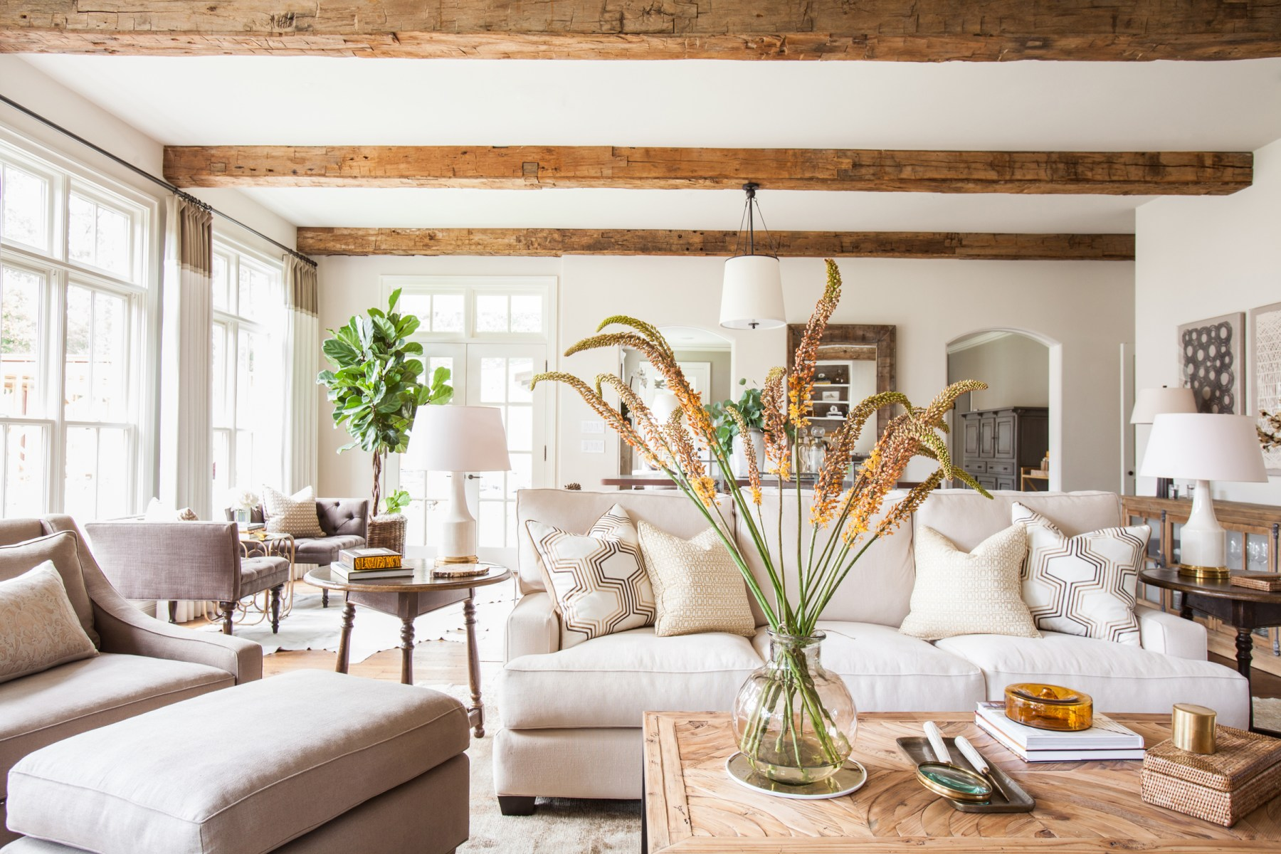 kinfolk&soul transitional Marie-Flanigan-Light-Bright-Living-Room-Earthy-Organic-Wood-Beams