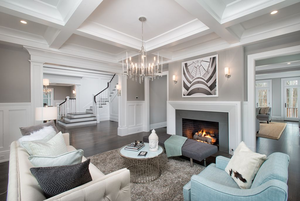 kinfolk&soul transitional living-room-with-crown-molding-and-wainscoting