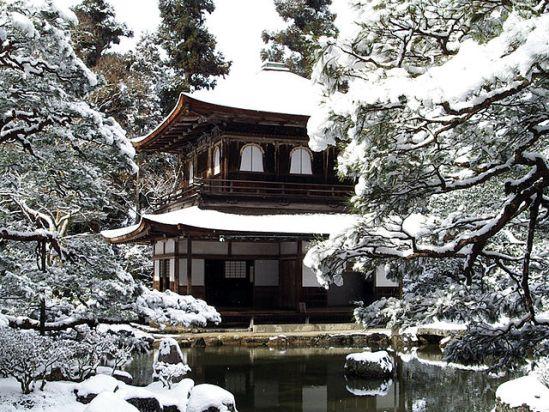 雪化粧した銀閣寺