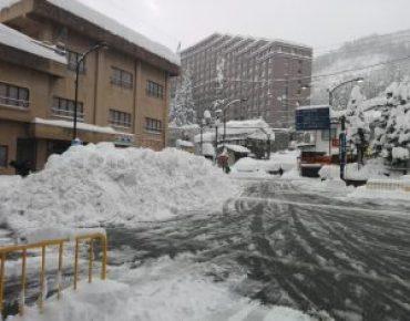 越後湯沢駅前