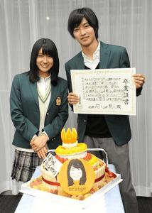-画像1 3 土屋太鳳&山崎賢人「orange」共演終了で熱いハグ Wサプライズに感涙