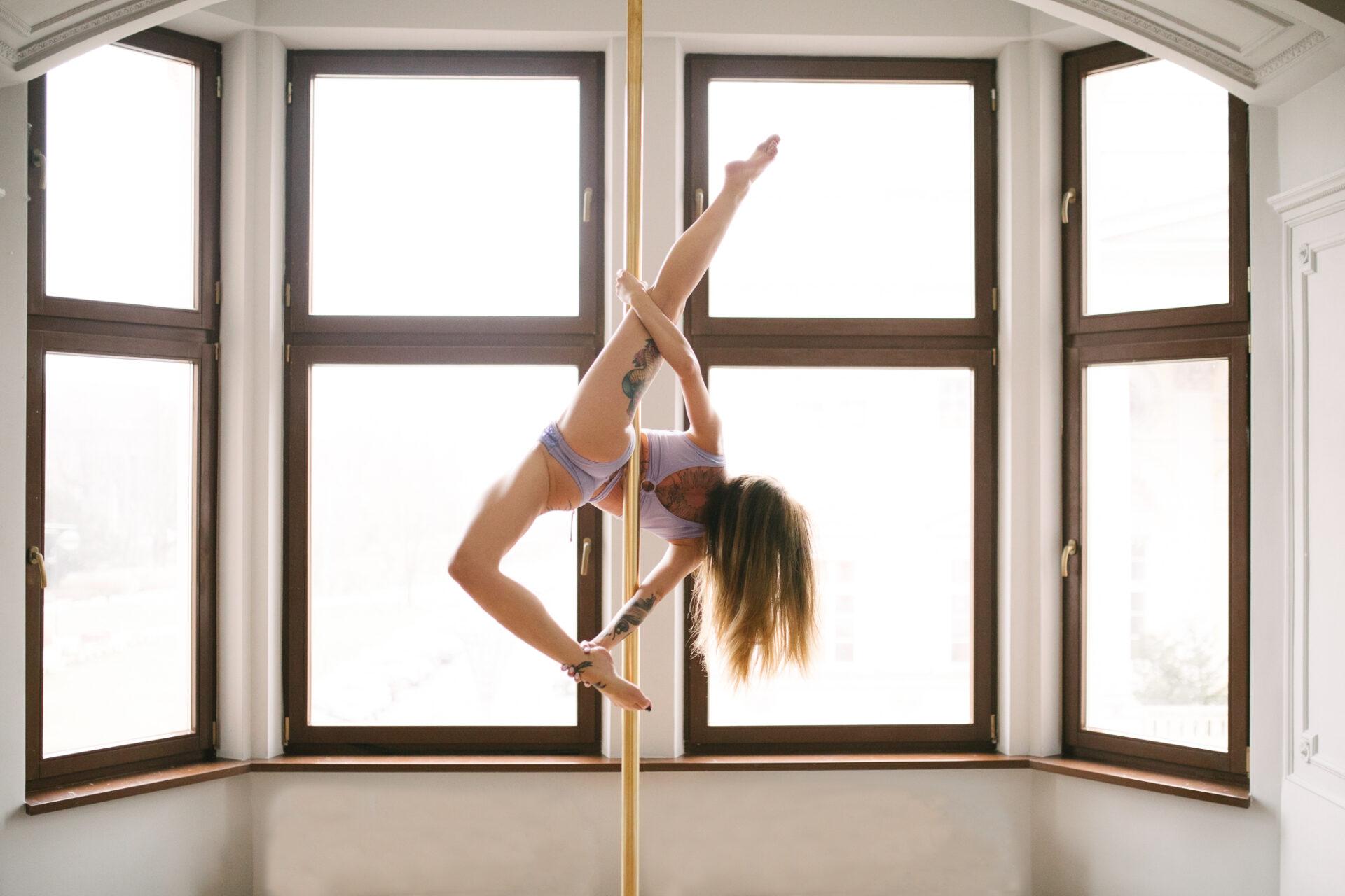 figury-na-sesje-pole-dance-allegra-szpagat-pole-empire-wrocław