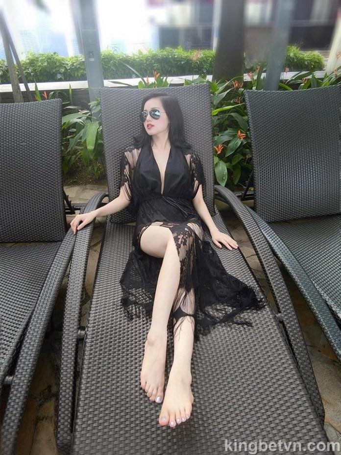 hot girl tâm tít khoe ảnh bikini sexy sau 4 năm vắng bóng showbiz