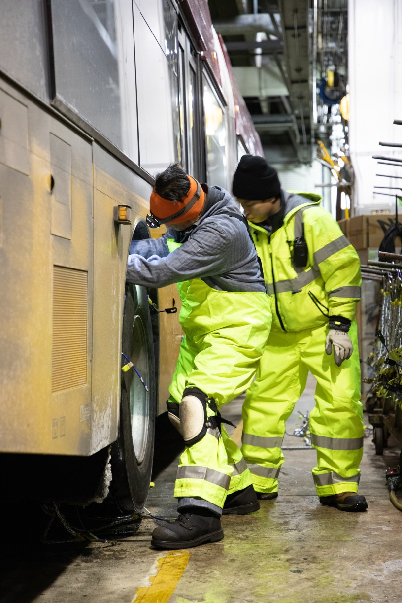 Metro's vehicle maintenance crew outfits coaches with chains