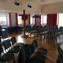 An den schönen Saal mit den neuen Stühlen haben wir uns schnell gewöhnt!
