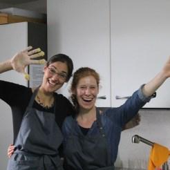 Unser fröhliches Küchenteam- nicht gestellt!
