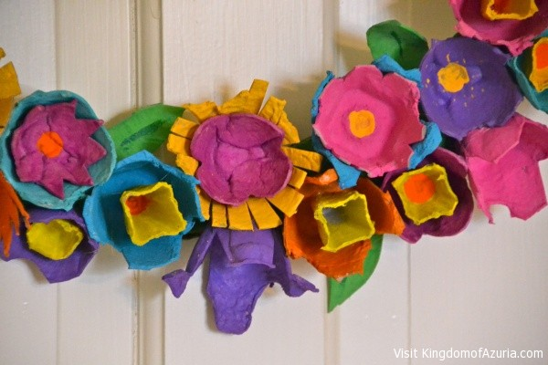 egg crate flowers for wreath