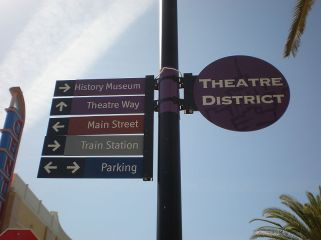 800px-Redwood_City_Theatre_District_directional_signs