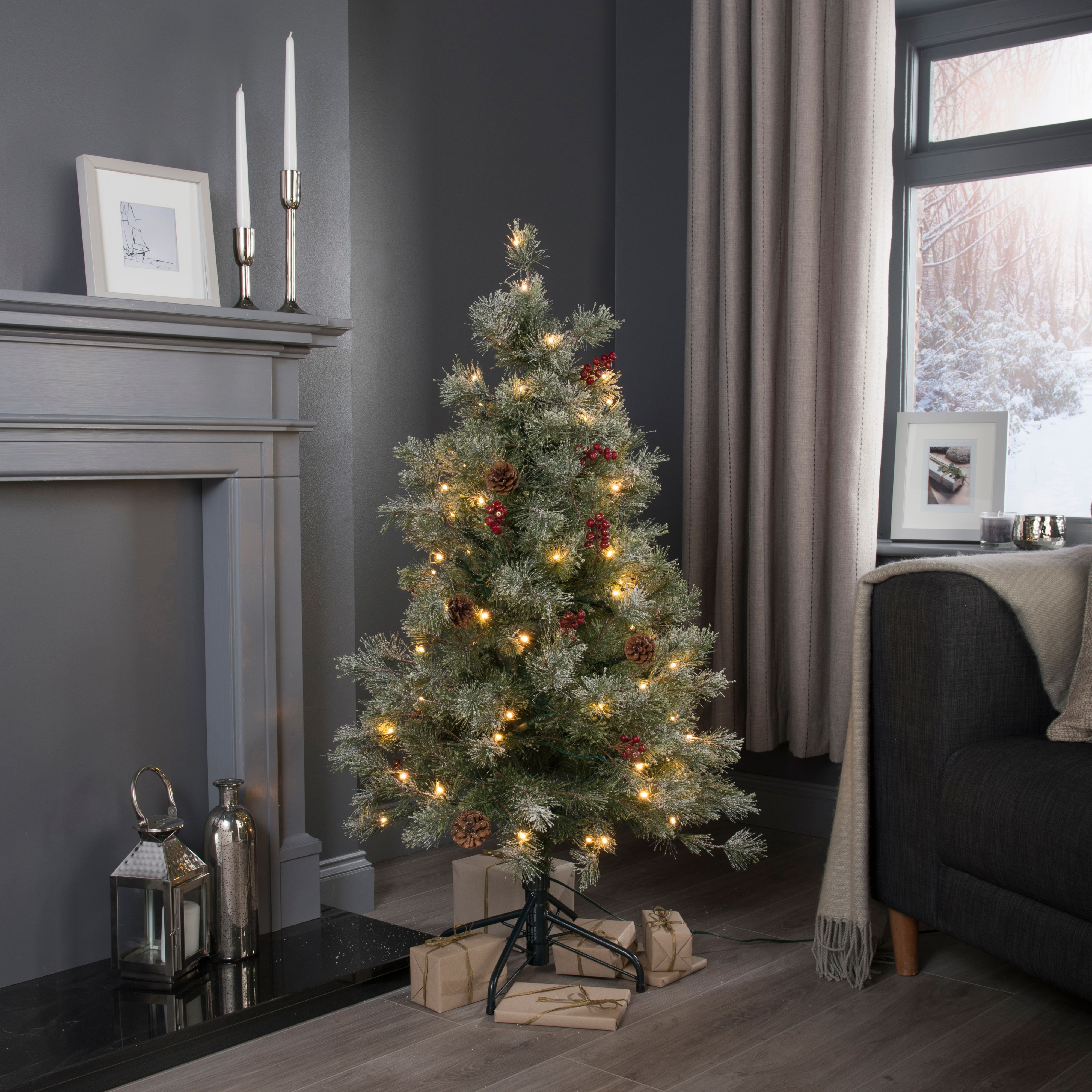 4ft Fairview Prelit  pre decorated Christmas tree