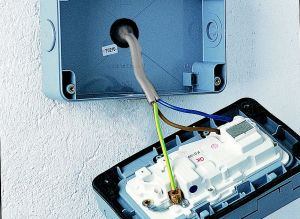 How to add an external power supply | Ideas & Advice | DIY at B&Q