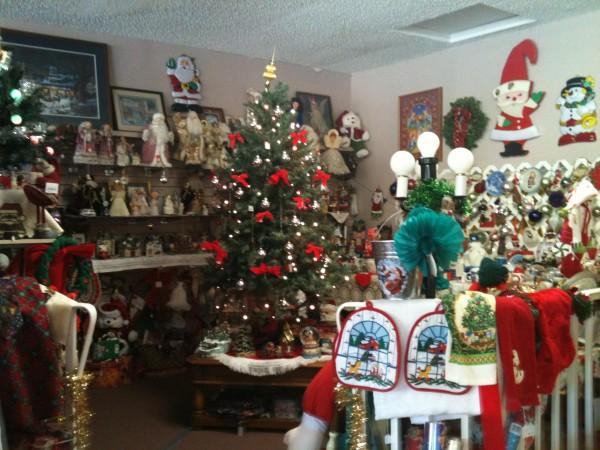 kingman-businesses-kettlehuts-antiques-christmas-corner