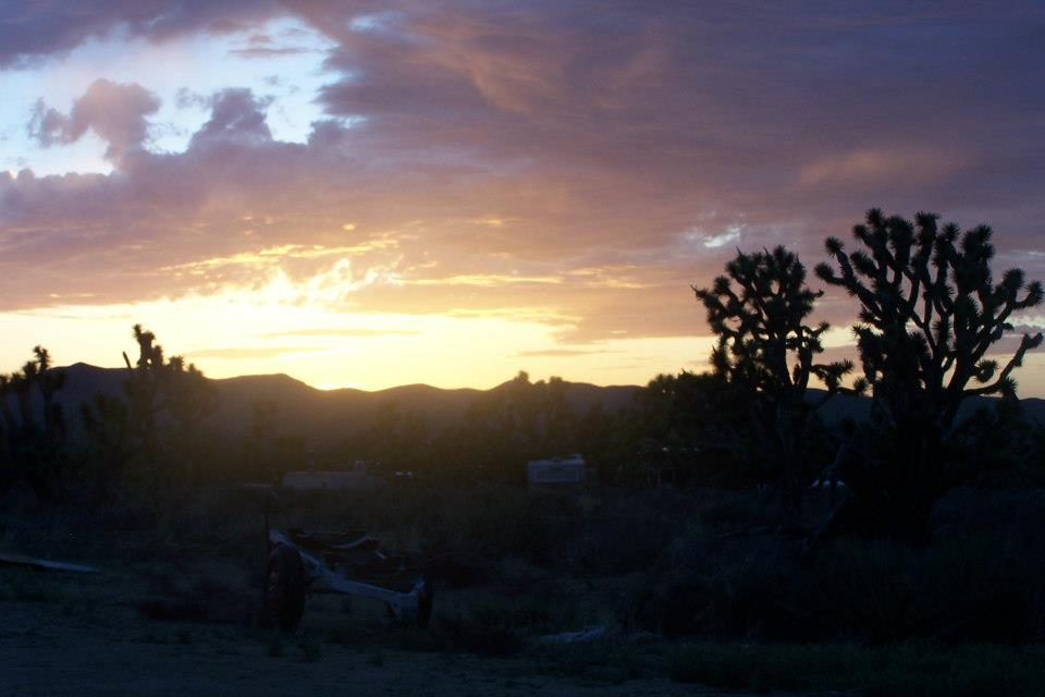 Canyons-End-Motel-and-Restaurant-Meadview-sunrise