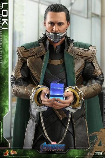 Hot Toys - A4 - Loki collectible figure_PR8