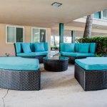 kings-inn-patio-seating