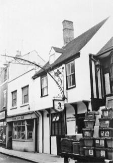 1959 Queens Head @ No 45 & Trustee Savings Bank @ No 46 (Lynn Forums)