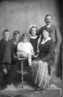 1920 (about) Rivetts Eric Tony Peggy Joan Constance Charles (Joe Mason)
