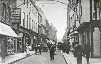 1900 (approx) Cash & Co (left) @ No 87